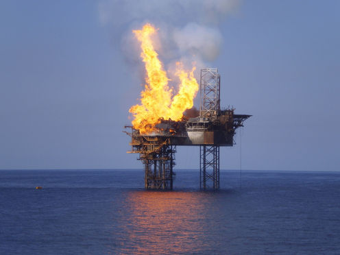 Oil_rig_fire_aap
