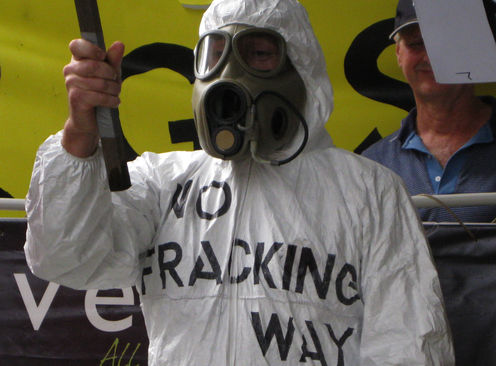 Aapone-20110320000306659264-coal_seam_gas_protest_sydney-original
