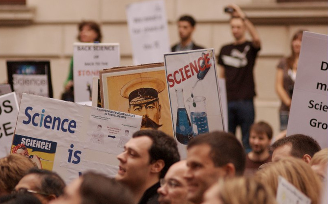 Science_protest_joe_dunckley-1311119495