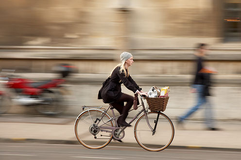 Woman_cycling_kamshots