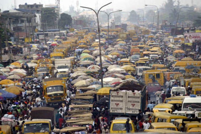 Lagos_crowds_for_lahoud
