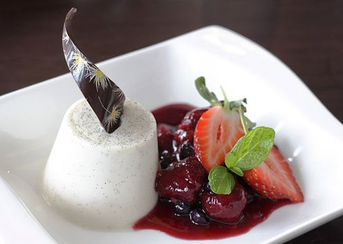 Coconut_berry_panacotta_at_caterpillar_dream